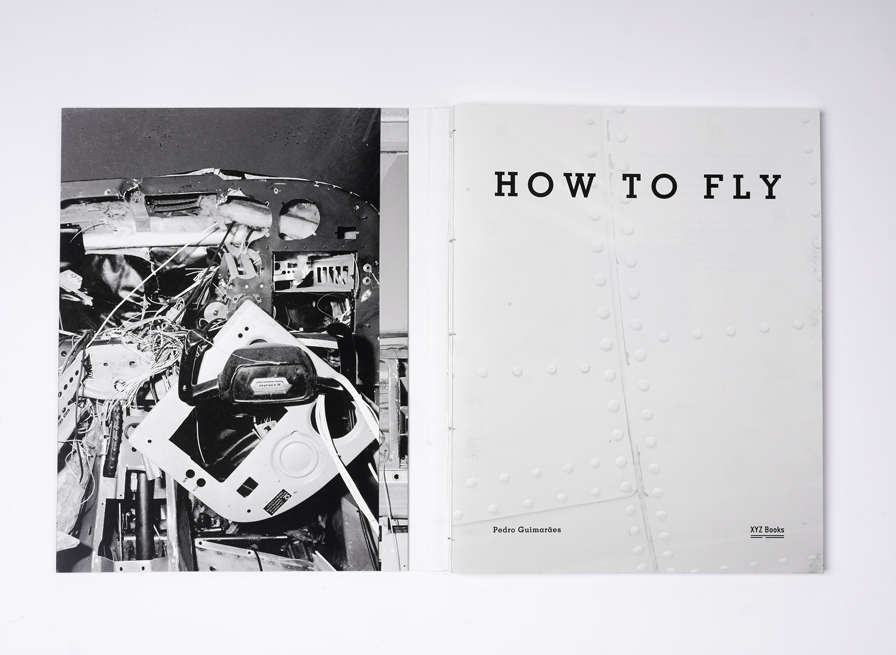 Photo-book How to Fly Pedro Guimarães dummy-joana-duraes
